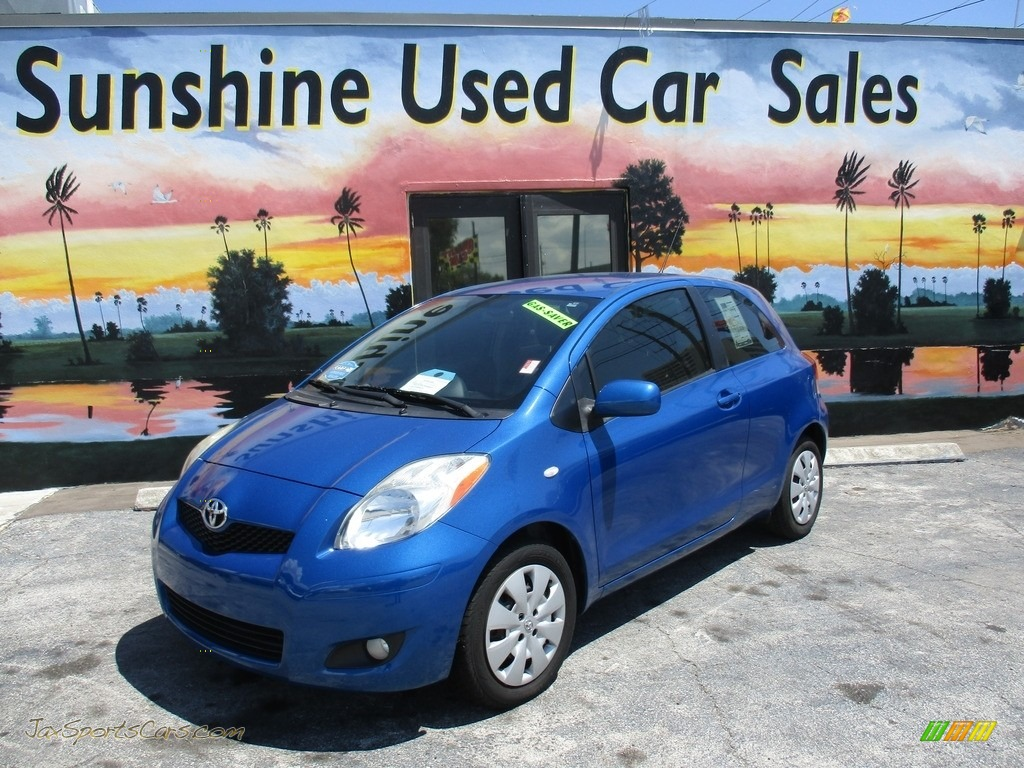 2010 Yaris 3 Door Liftback - Blazing Blue Pearl / Dark Charcoal photo #1