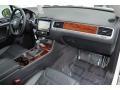 Volkswagen Touareg V6 Lux 4Motion Pure White photo #18