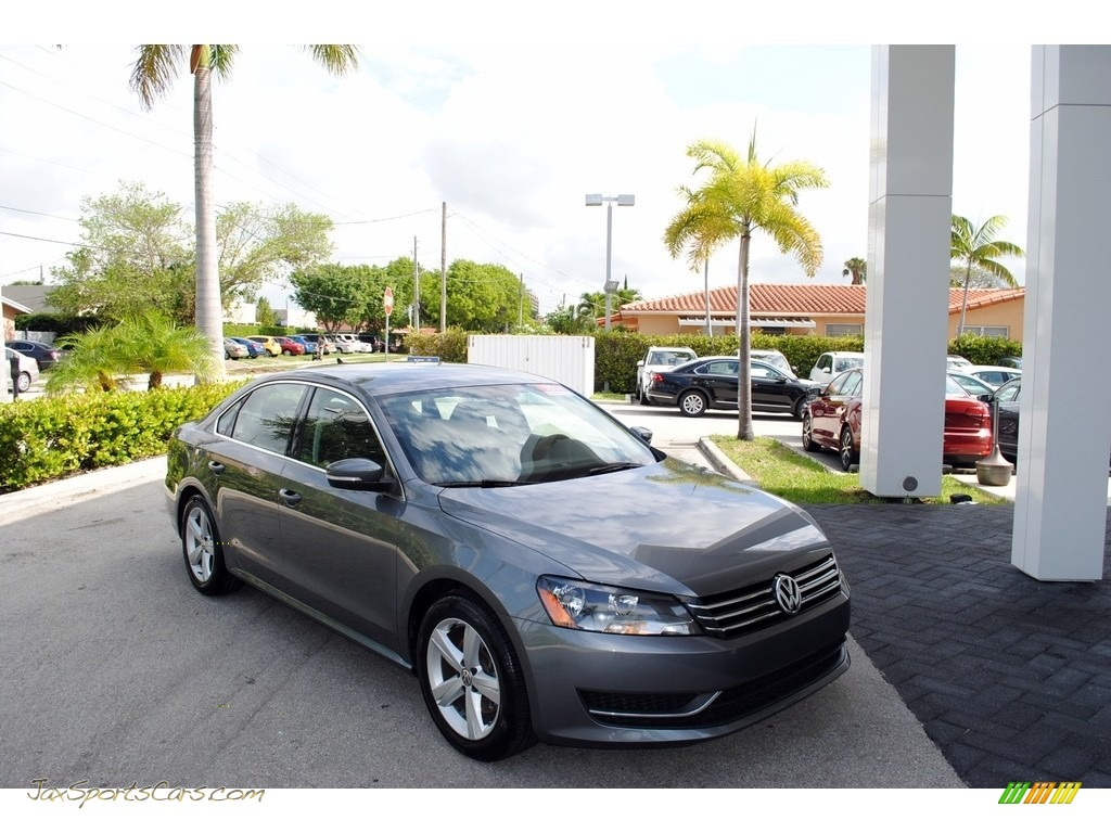 2014 Passat 2.5L SE - Platinum Gray Metallic / Titan Black photo #1