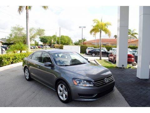 Platinum Gray Metallic 2014 Volkswagen Passat 2.5L SE