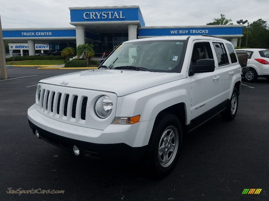 Bright White / Dark Slate Gray Jeep Patriot Sport