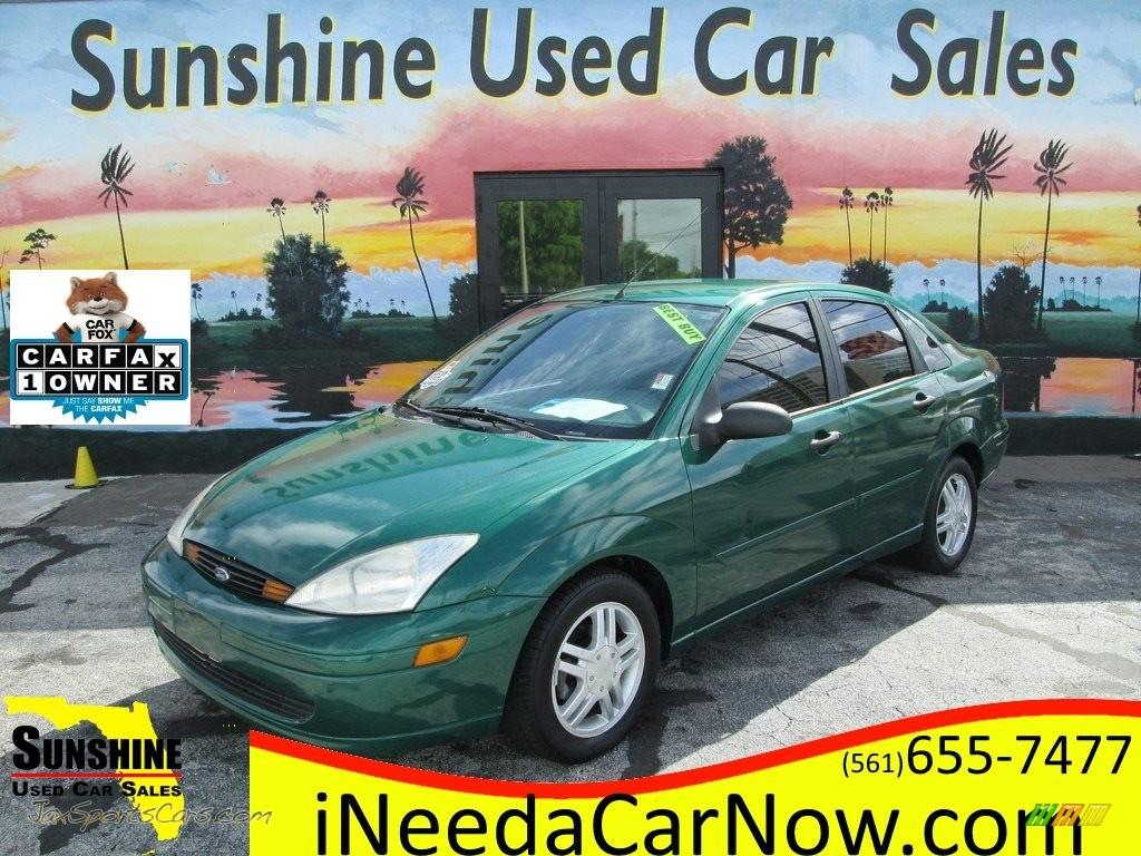 2002 Focus SE Sedan - Grabber Green Metallic / Medium Graphite photo #1
