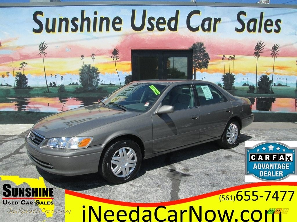 2001 Camry LE - Cashmere Beige Metallic / Gray photo #1