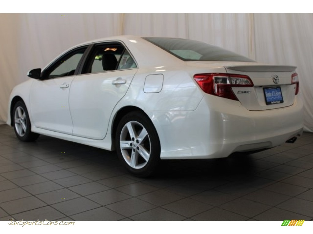 2014 Camry SE - Super White / Black/Ash photo #5