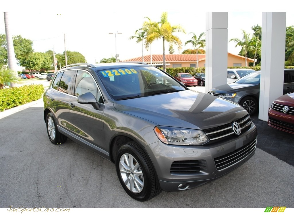 2013 Touareg VR6 FSI Sport 4XMotion - Canyon Gray Metallic / Black Anthracite photo #1