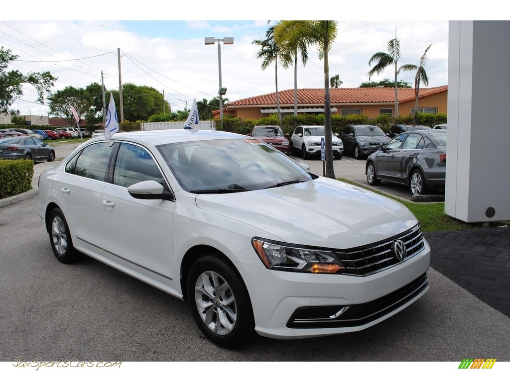 2017 Passat S Sedan - Pure White / Titan Black photo #1