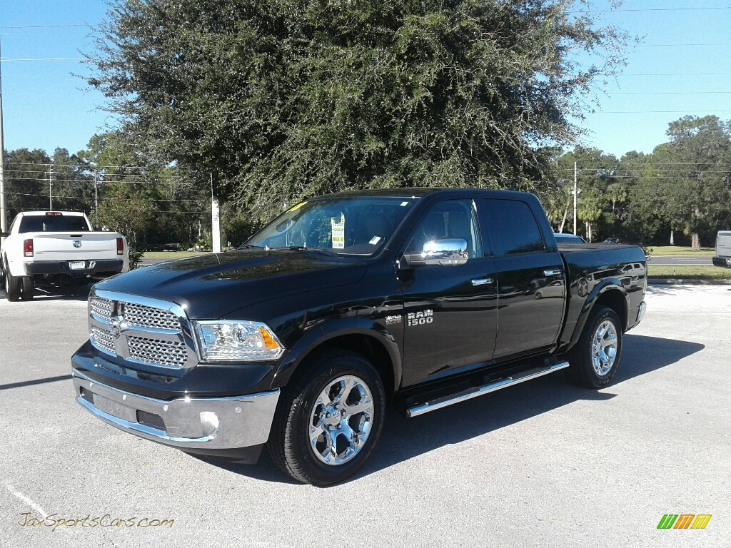 2018 1500 Laramie Crew Cab - Brilliant Black Crystal Pearl / Canyon Brown/Light Frost Beige photo #1