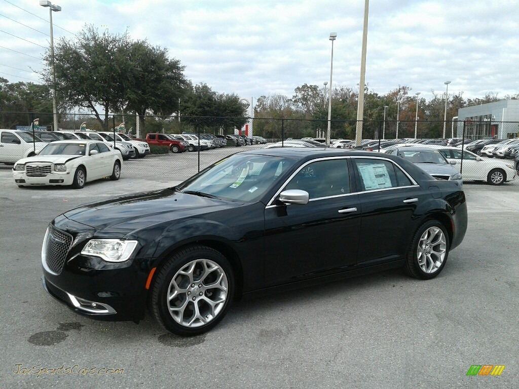 Gloss Black / Deep Mocha Chrysler 300 C