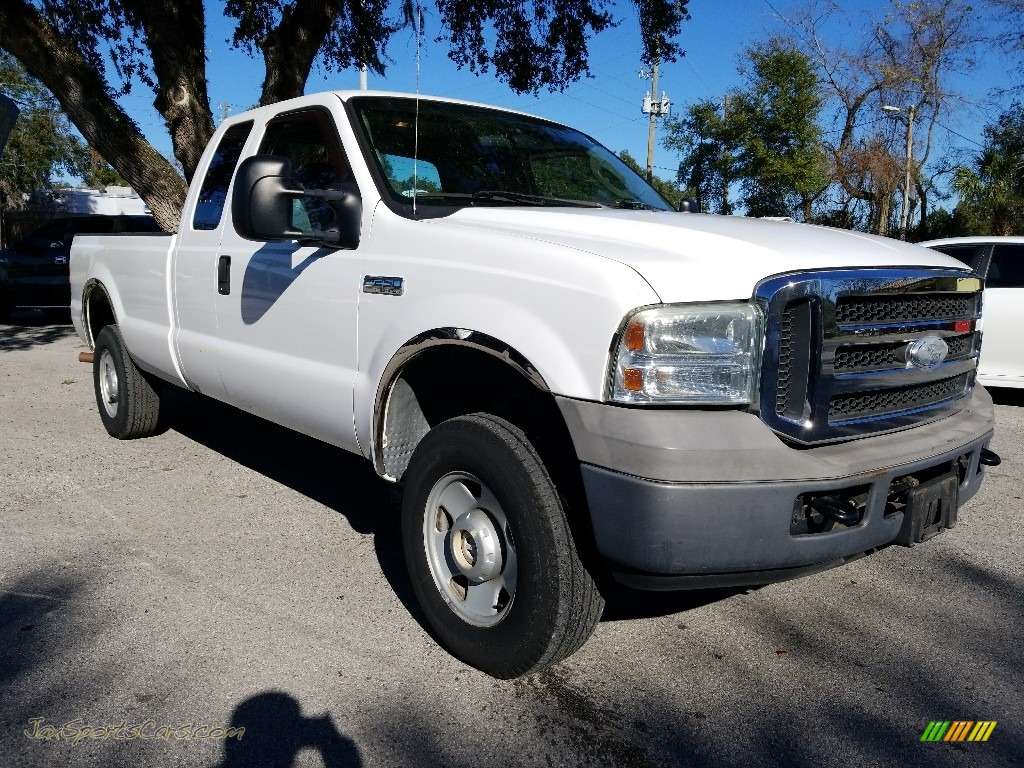 2005 F250 Super Duty XL SuperCab 4x4 - Oxford White / Medium Flint photo #1