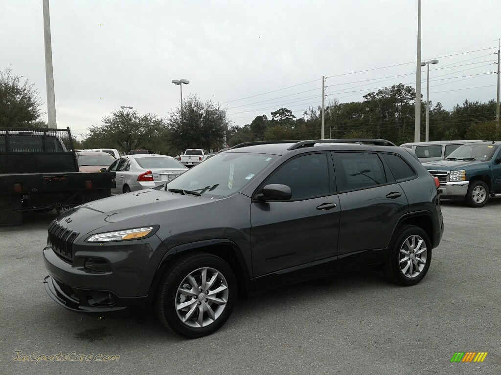 Granite Crystal Metallic / Black Jeep Cherokee Latitude