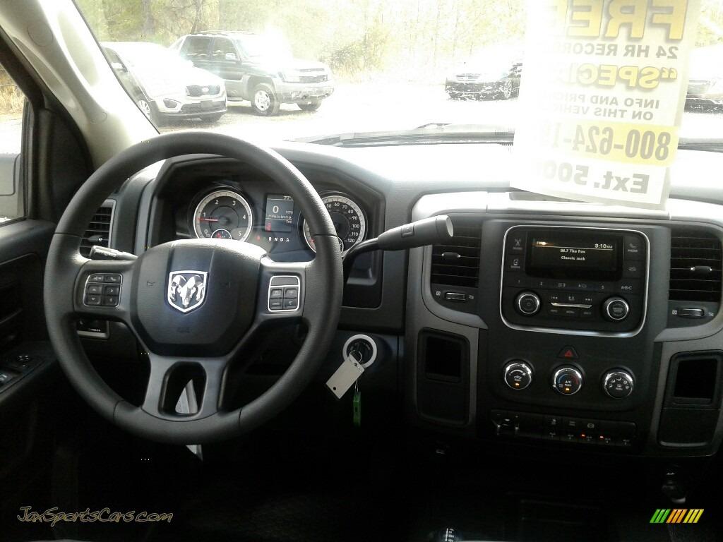2018 3500 Tradesman Crew Cab 4x4 Chassis - Bright White / Black/Diesel Gray photo #13