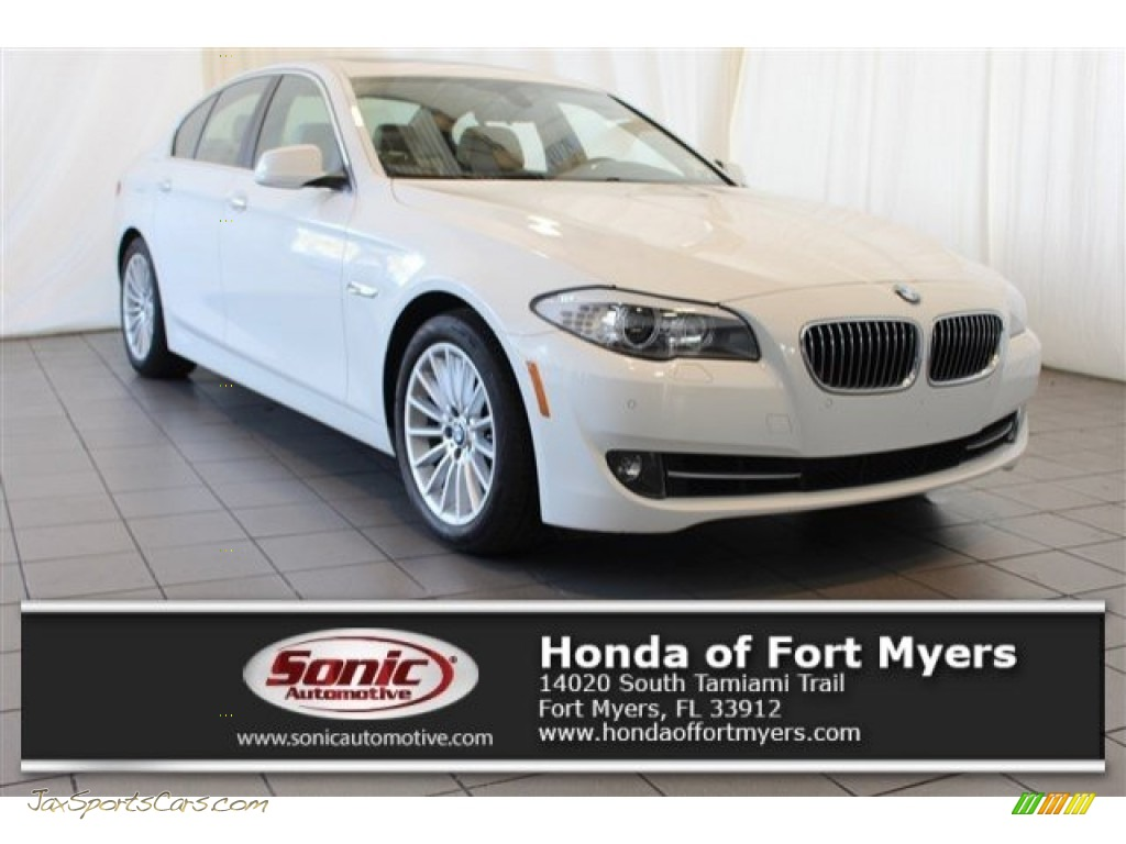 Alpine White / Venetian Beige BMW 5 Series 535i xDrive Sedan