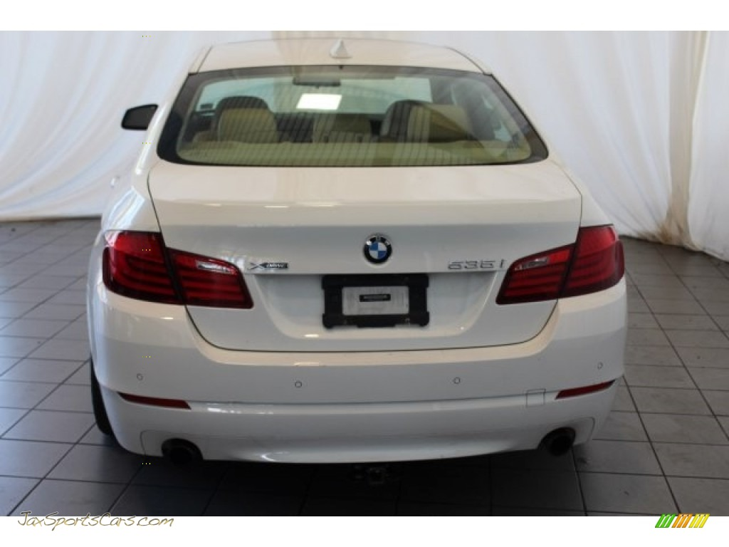 2013 5 Series 535i xDrive Sedan - Alpine White / Venetian Beige photo #7