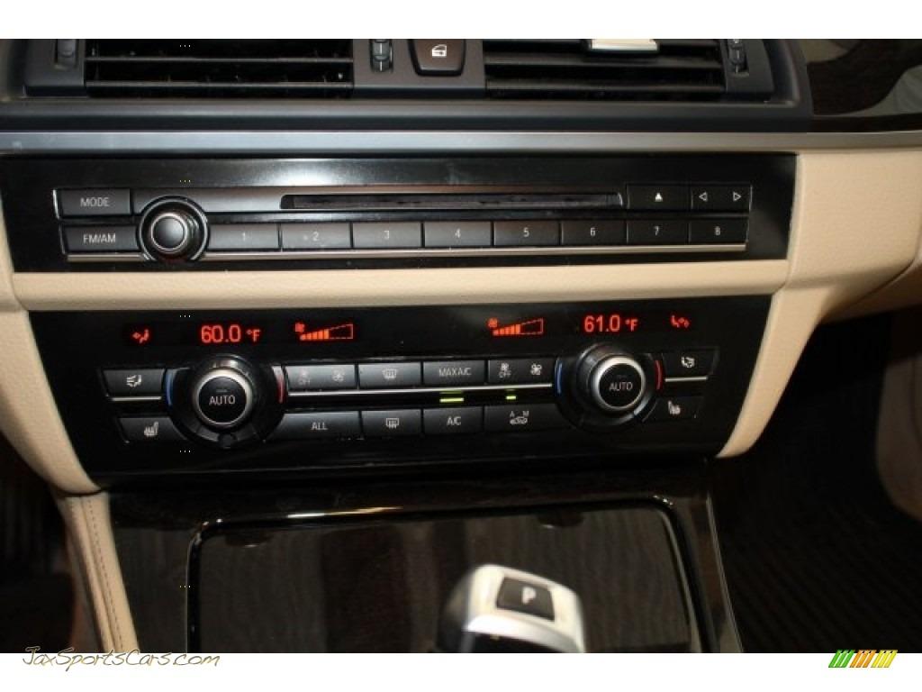 2013 5 Series 535i xDrive Sedan - Alpine White / Venetian Beige photo #28