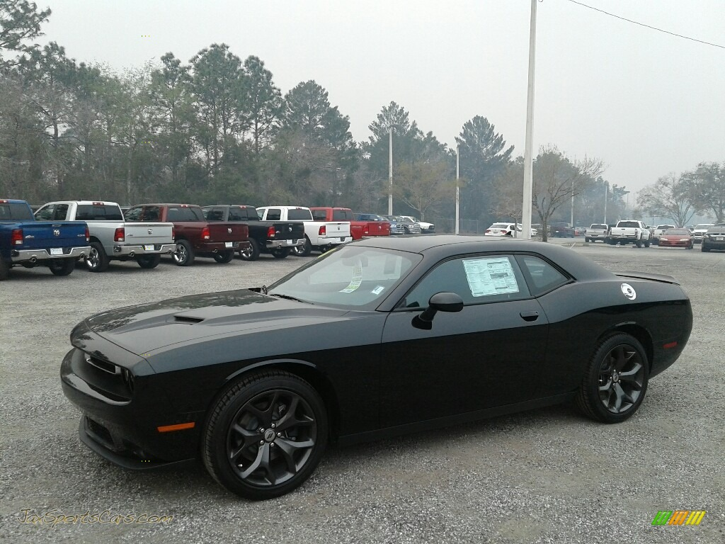 2018 Challenger SXT - Pitch Black / Black photo #1