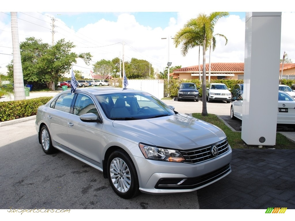 2016 Passat SE Sedan - Reflex Silver Metallic / Moonrock Gray photo #1