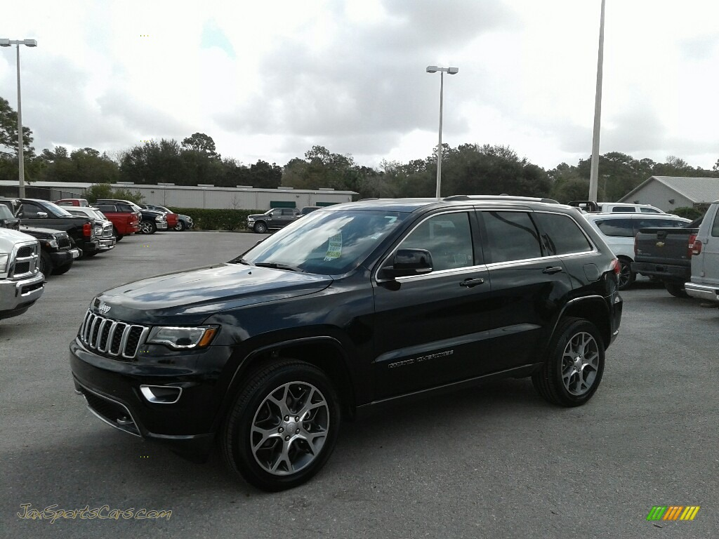 2018 Grand Cherokee Sterling Edition - Diamond Black Crystal Pearl / Black photo #1