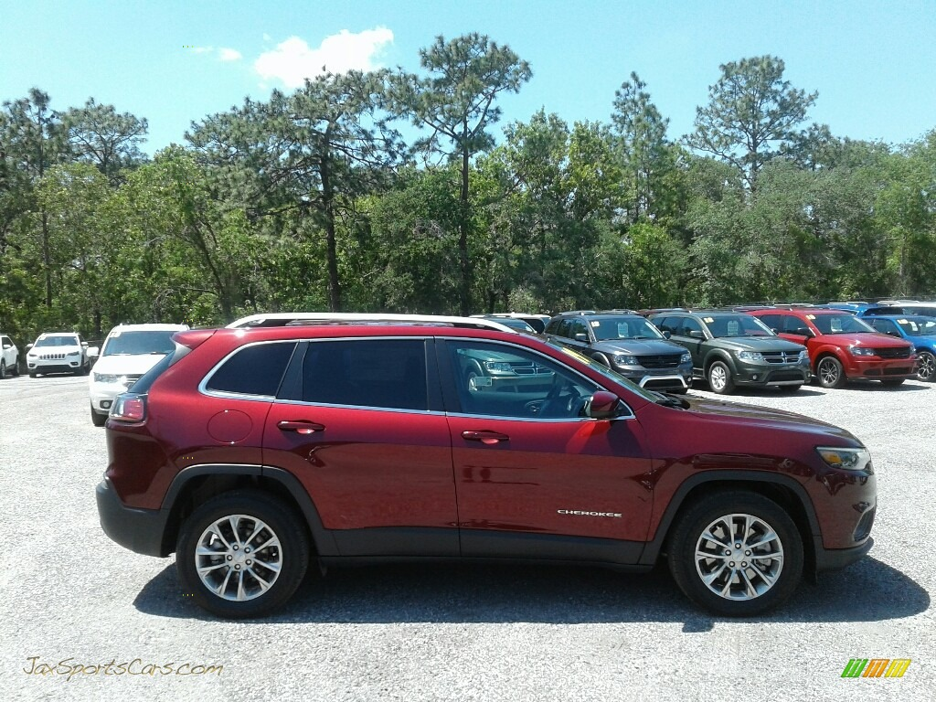 2019 Cherokee Latitude Plus - Velvet Red Pearl / Black photo #6
