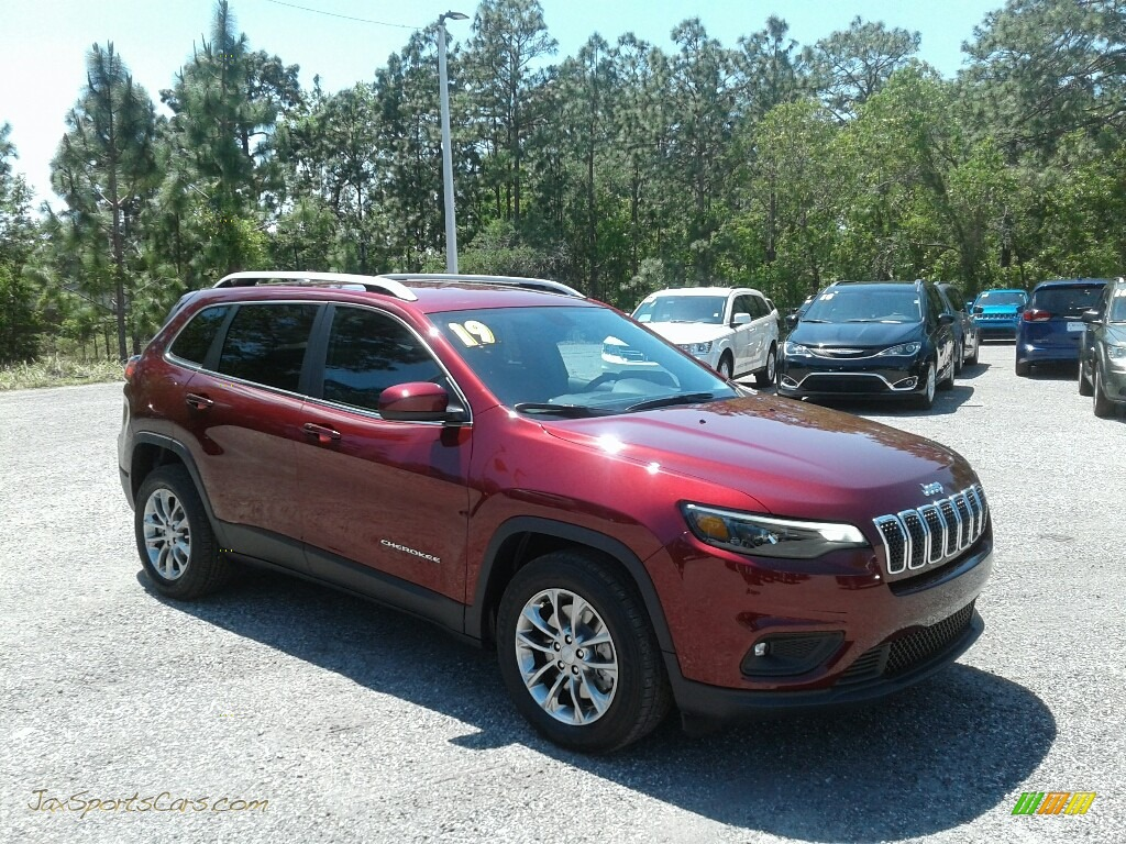 2019 Cherokee Latitude Plus - Velvet Red Pearl / Black photo #7
