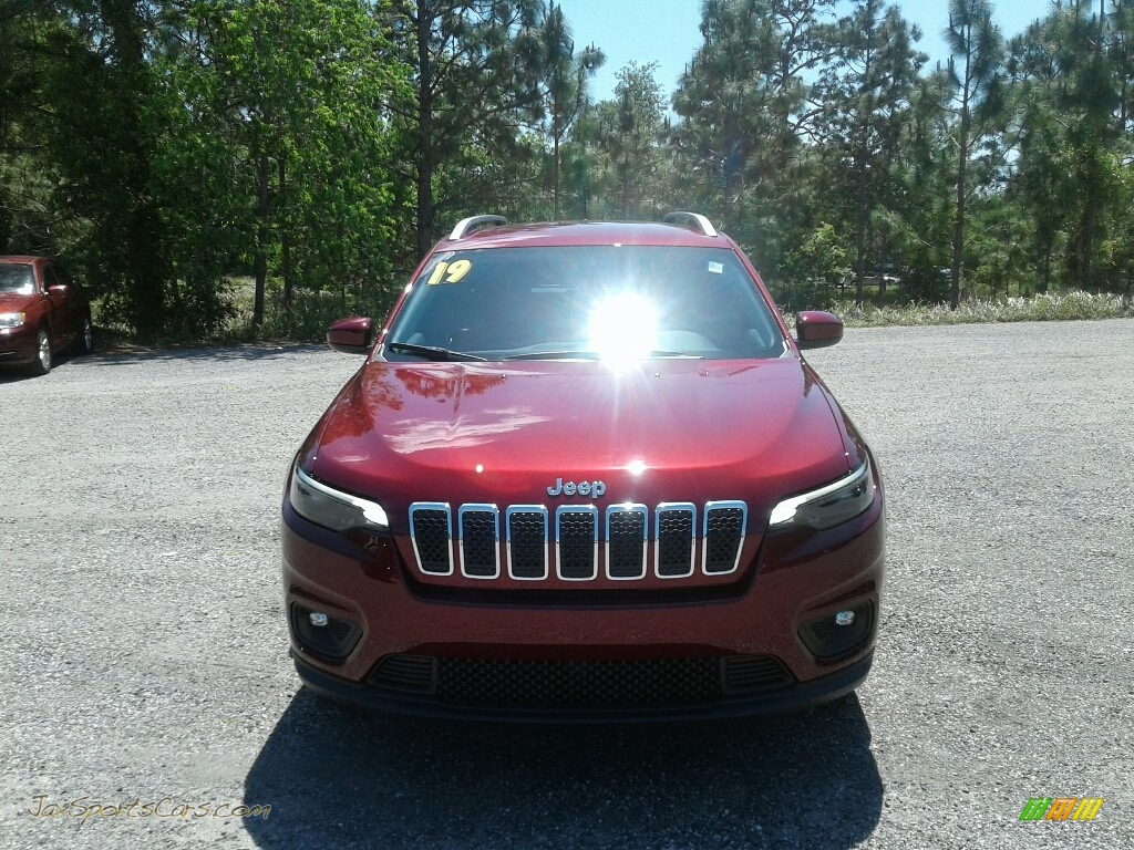 2019 Cherokee Latitude Plus - Velvet Red Pearl / Black photo #8