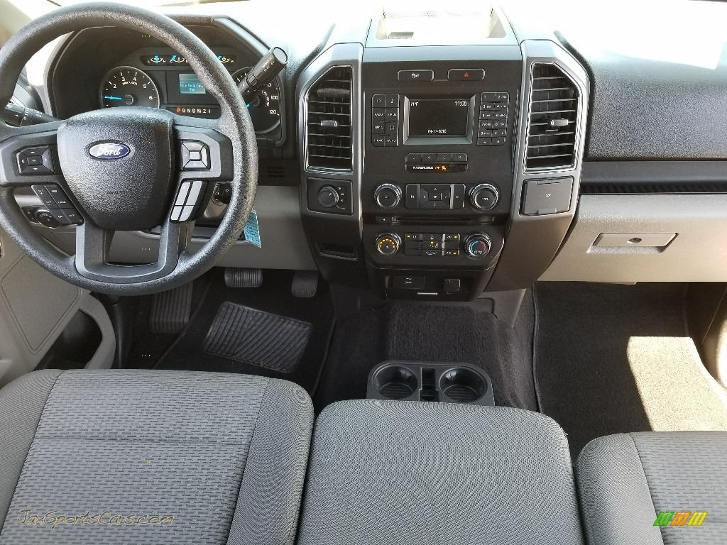 2017 F150 XLT SuperCrew 4x4 - Oxford White / Earth Gray photo #13