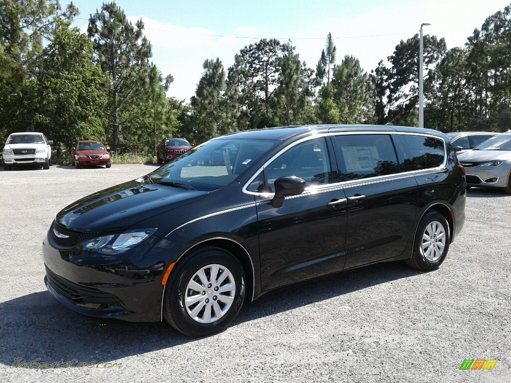 Brilliant Black Crystal Pearl / Black/Alloy Chrysler Pacifica L