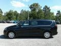 Chrysler Pacifica L Brilliant Black Crystal Pearl photo #2