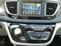 Chrysler Pacifica L Brilliant Black Crystal Pearl photo #15