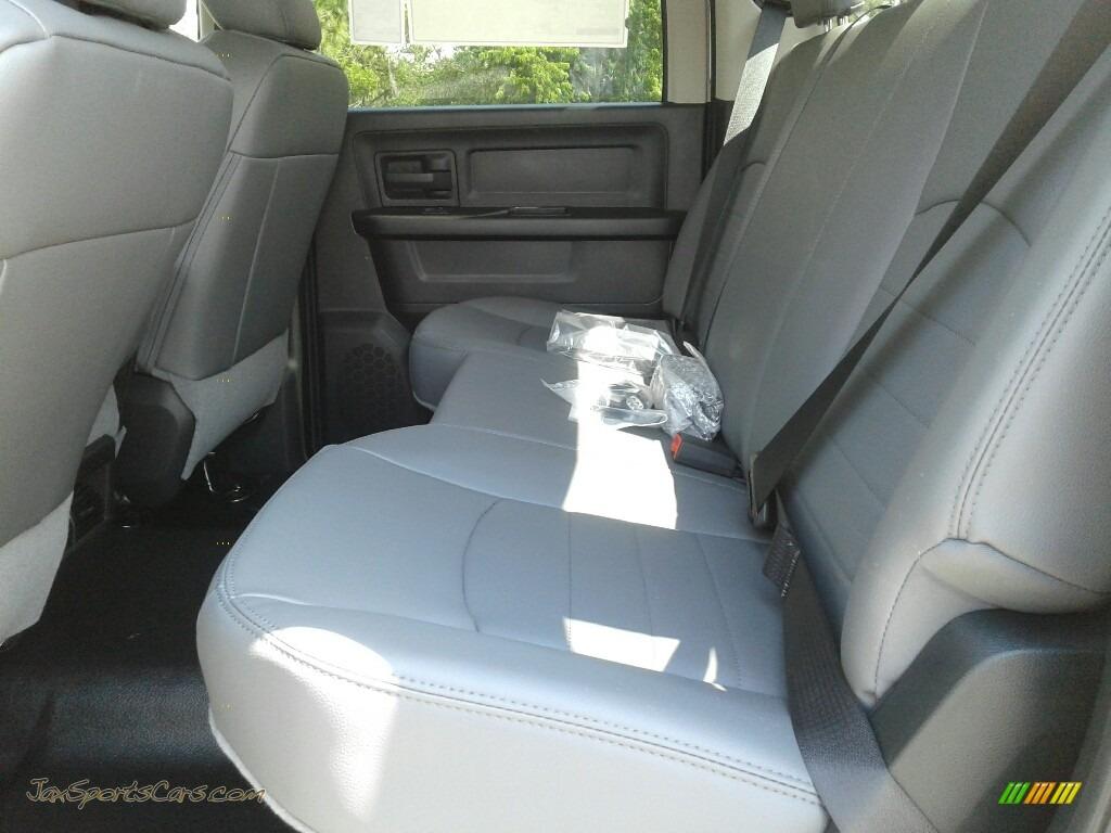2018 3500 Tradesman Crew Cab 4x4 - Bright White / Black/Diesel Gray photo #10