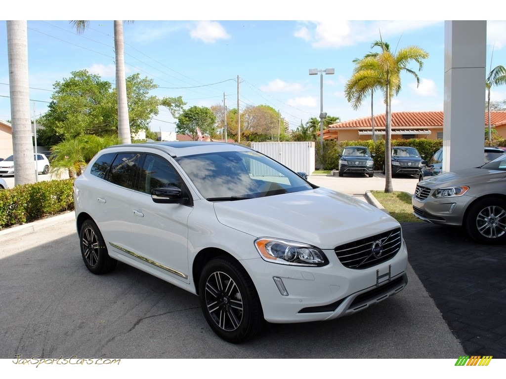 Ice White / Hazel Brown/Off Black Volvo XC60 T5 Dynamic