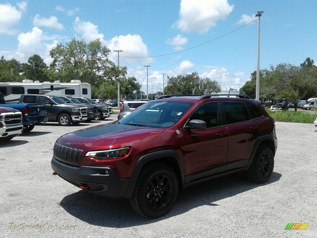 2019 Cherokee Trailhawk 4x4 - Velvet Red Pearl / Black photo #1