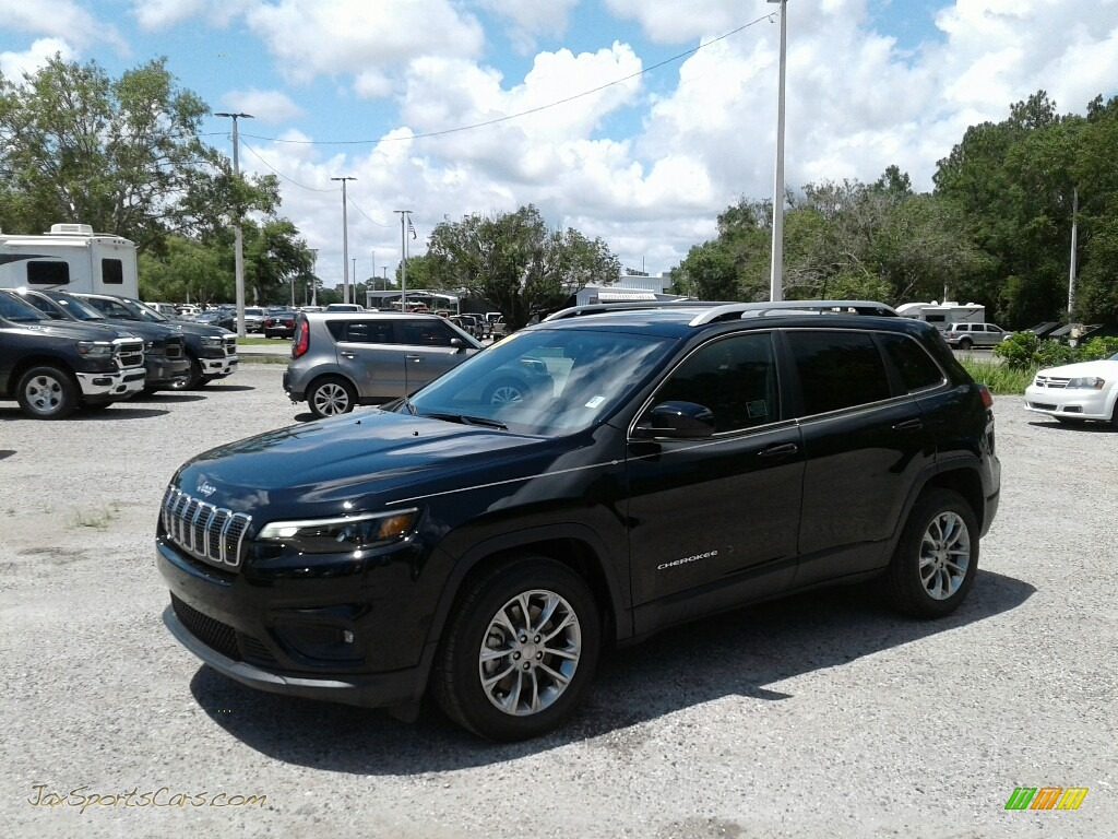 2019 Cherokee Latitude Plus - Diamond Black Crystal Pearl / Black photo #1