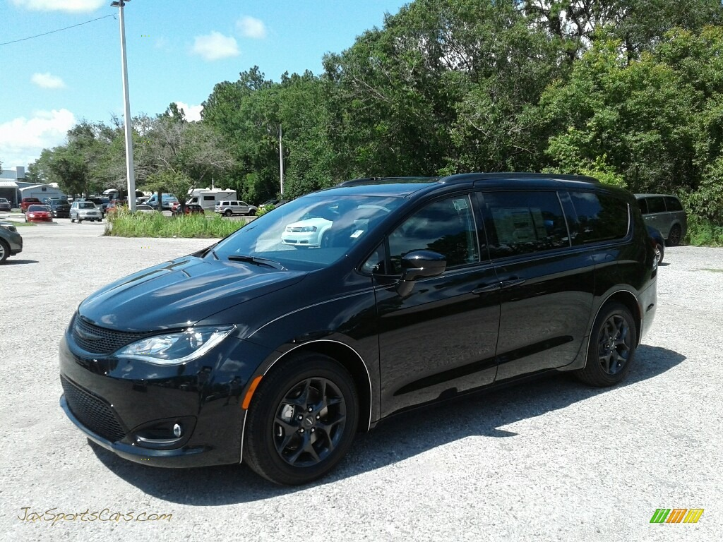 2018 Pacifica Touring Plus - Brilliant Black Crystal Pearl / Black/Alloy photo #1