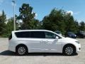 Chrysler Pacifica Touring L Bright White photo #6