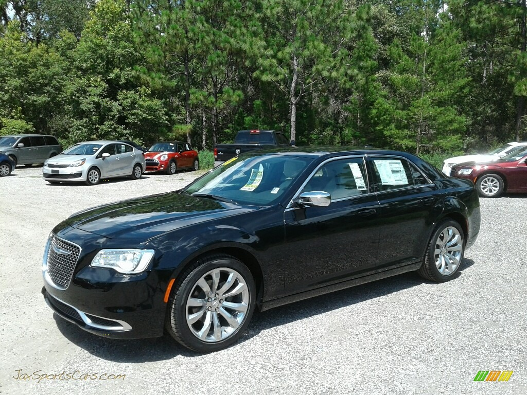 Gloss Black / Black/Linen Chrysler 300 Touring