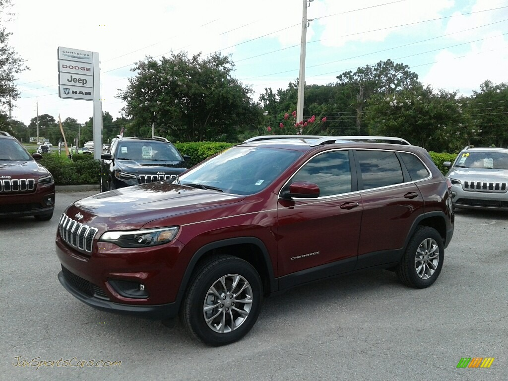 2019 Cherokee Latitude Plus 4x4 - Velvet Red Pearl / Black photo #1