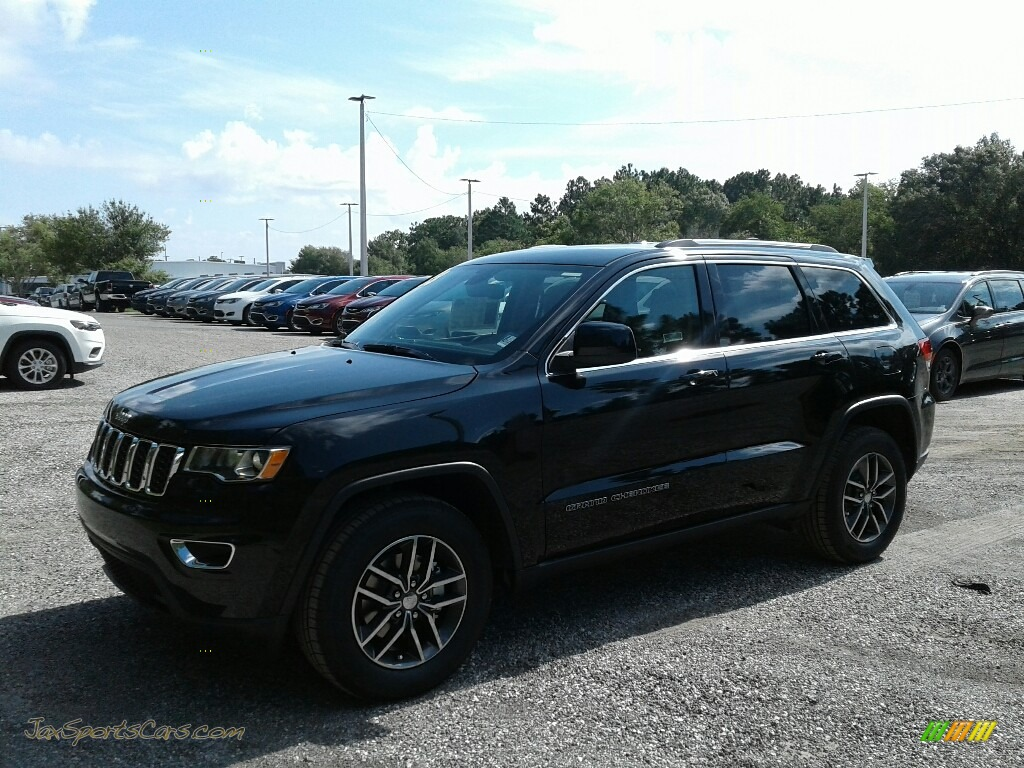 2018 Grand Cherokee Laredo - Diamond Black Crystal Pearl / Black/Light Frost Beige photo #1