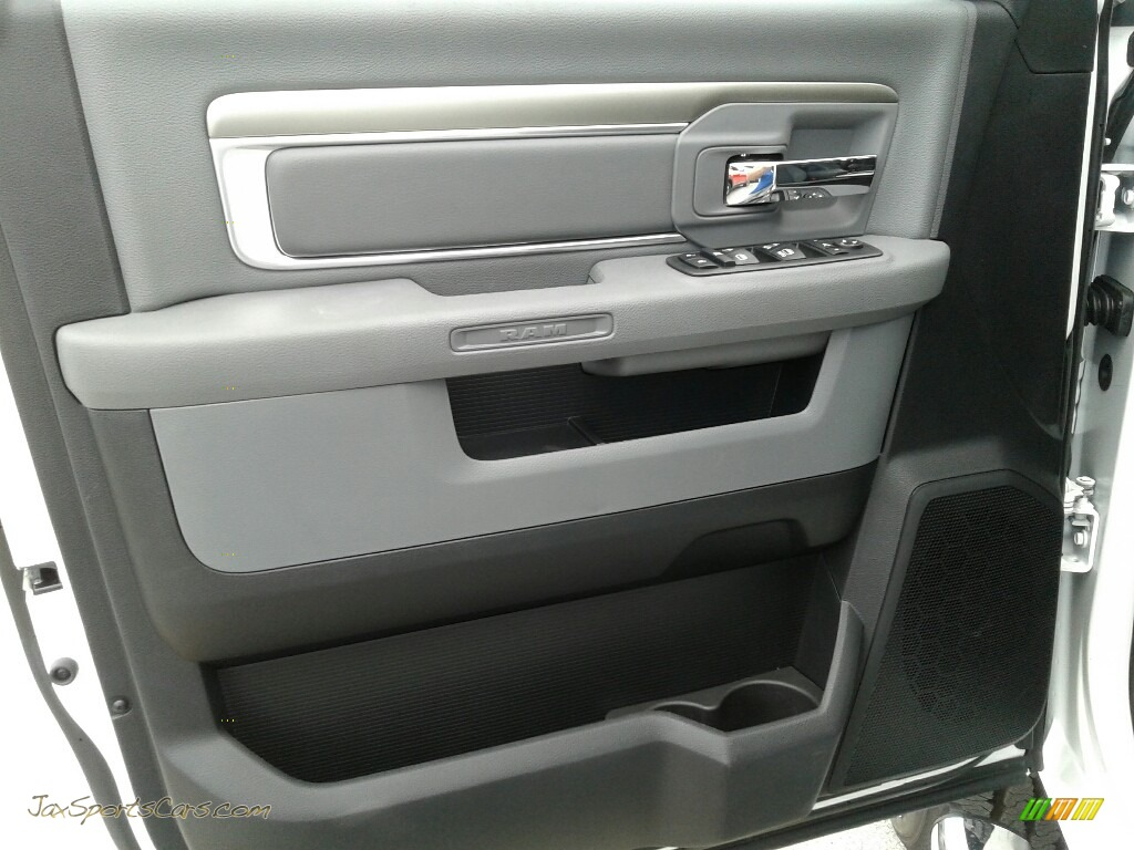 2018 2500 Big Horn Mega Cab 4x4 - Bright White / Black/Diesel Gray photo #17