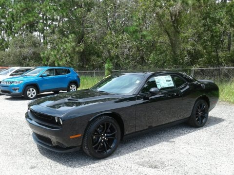 Pitch Black 2018 Dodge Challenger SXT