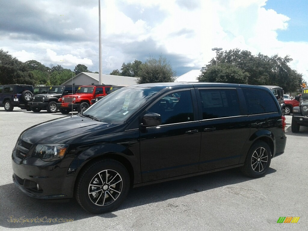 2019 Grand Caravan SE Plus - Black Onyx Crystal Pearl / Black photo #1