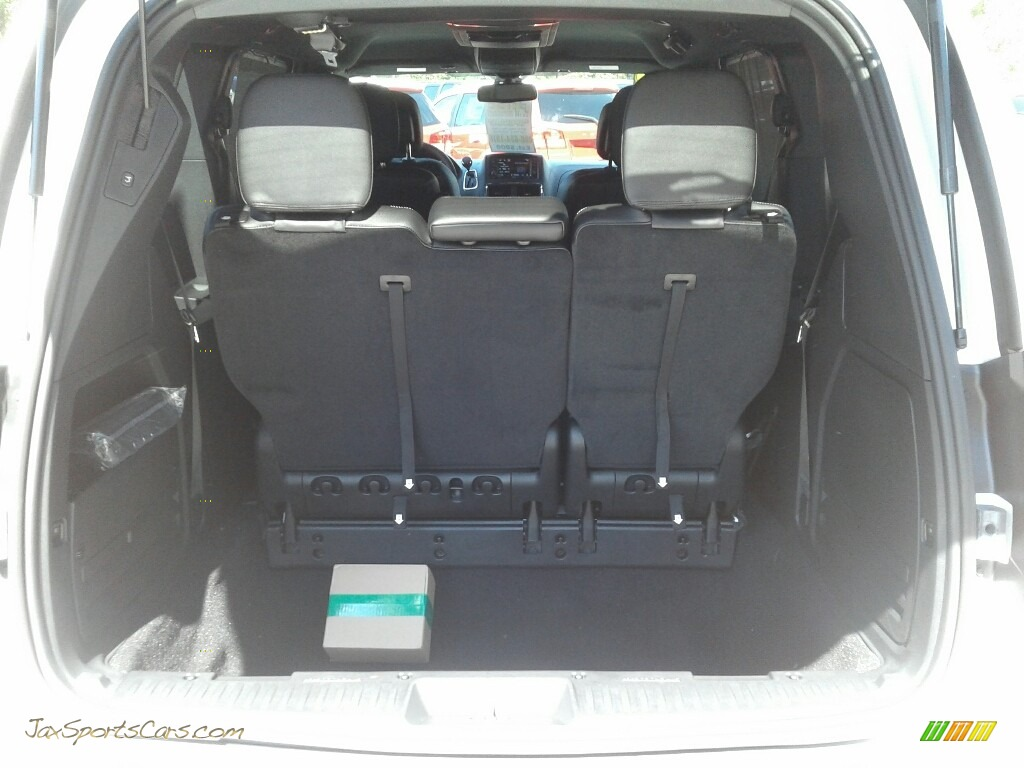 2019 Grand Caravan SXT - White Knuckle / Black photo #20