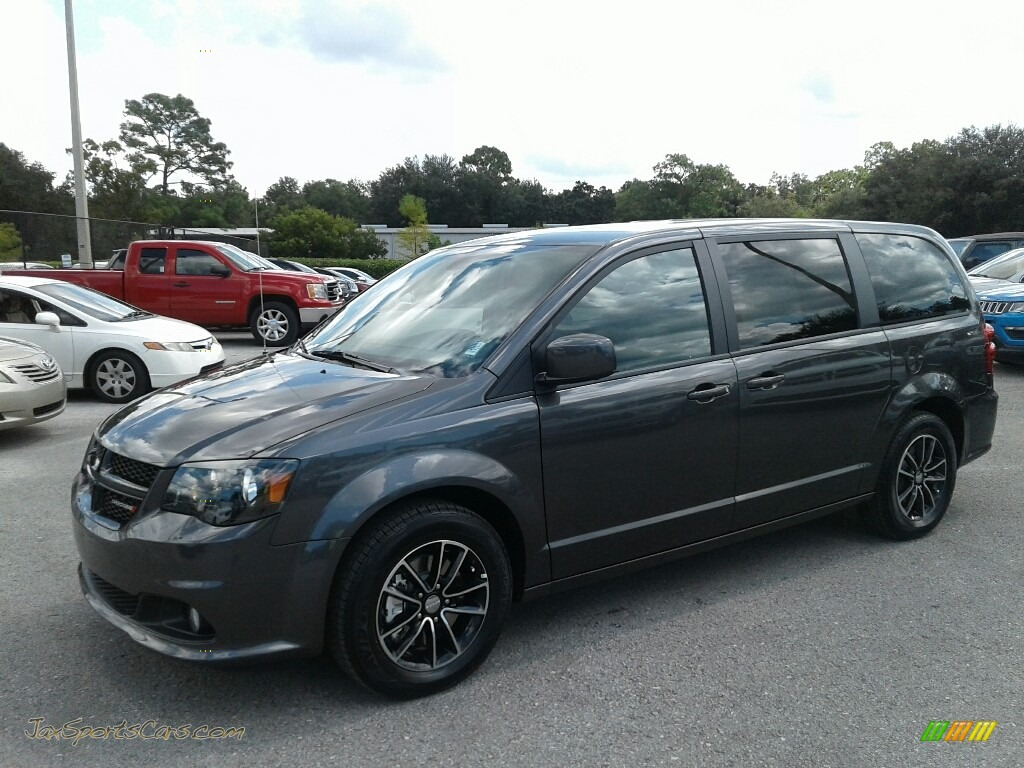 2019 Grand Caravan SE Plus - Granite Pearl / Black photo #1