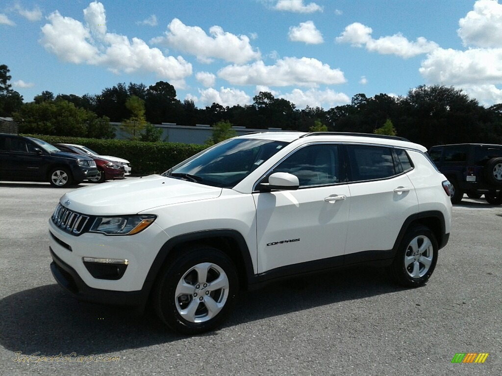 White / Black Jeep Compass Latitude