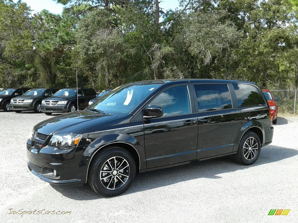 2019 Grand Caravan SE Plus - Black Onyx Crystal Pearl / Black photo #1