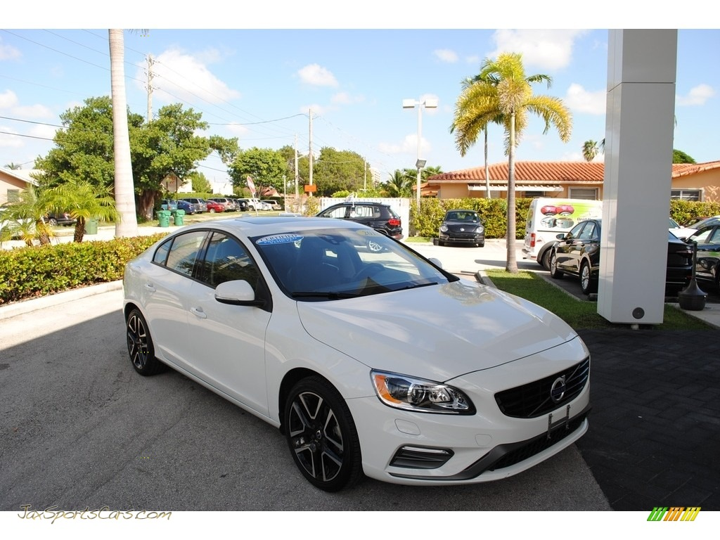 2018 S60 T5 Dynamic - Ice White / Black photo #1
