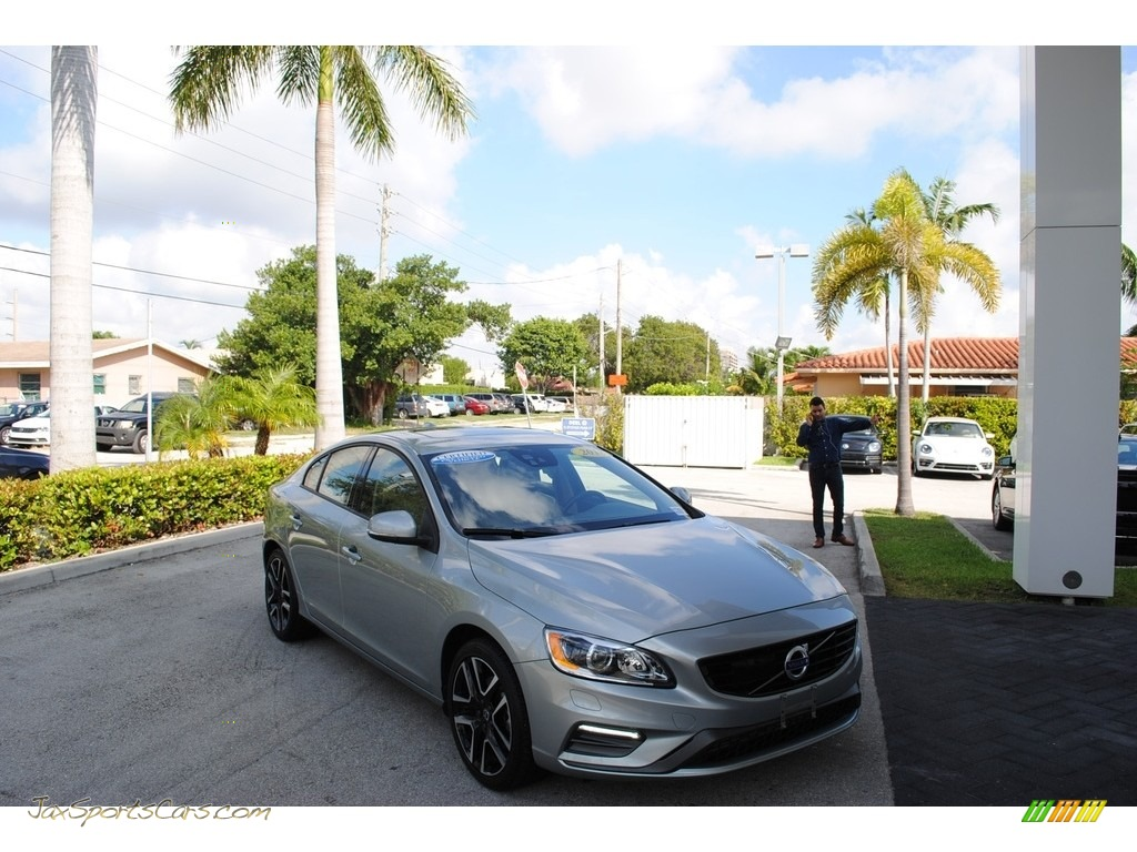2018 S60 T5 Dynamic - Electric Silver Metallic / Beige photo #1