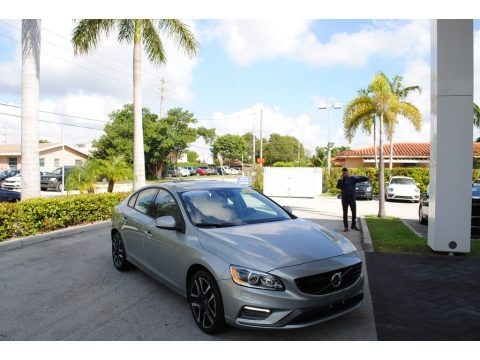 Electric Silver Metallic 2018 Volvo S60 T5 Dynamic