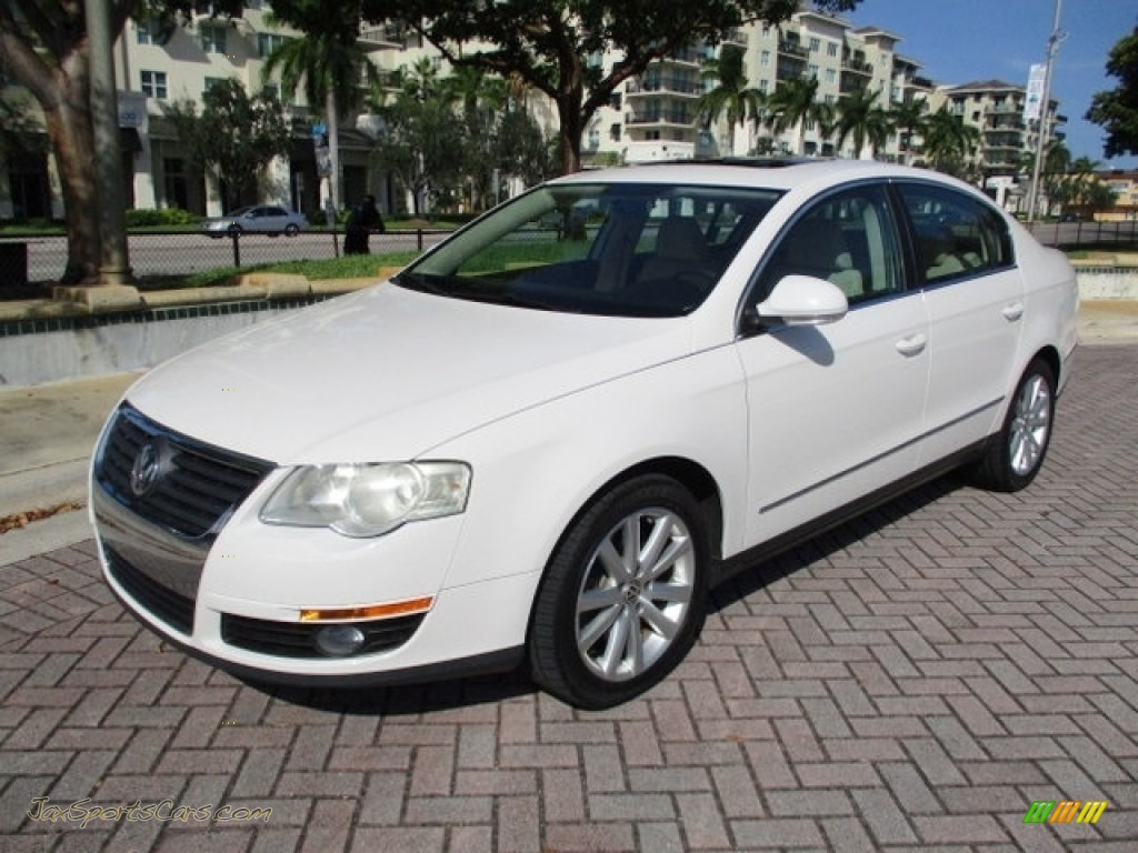2010 Passat Komfort Sedan - Candy White / Cornsilk Beige photo #1