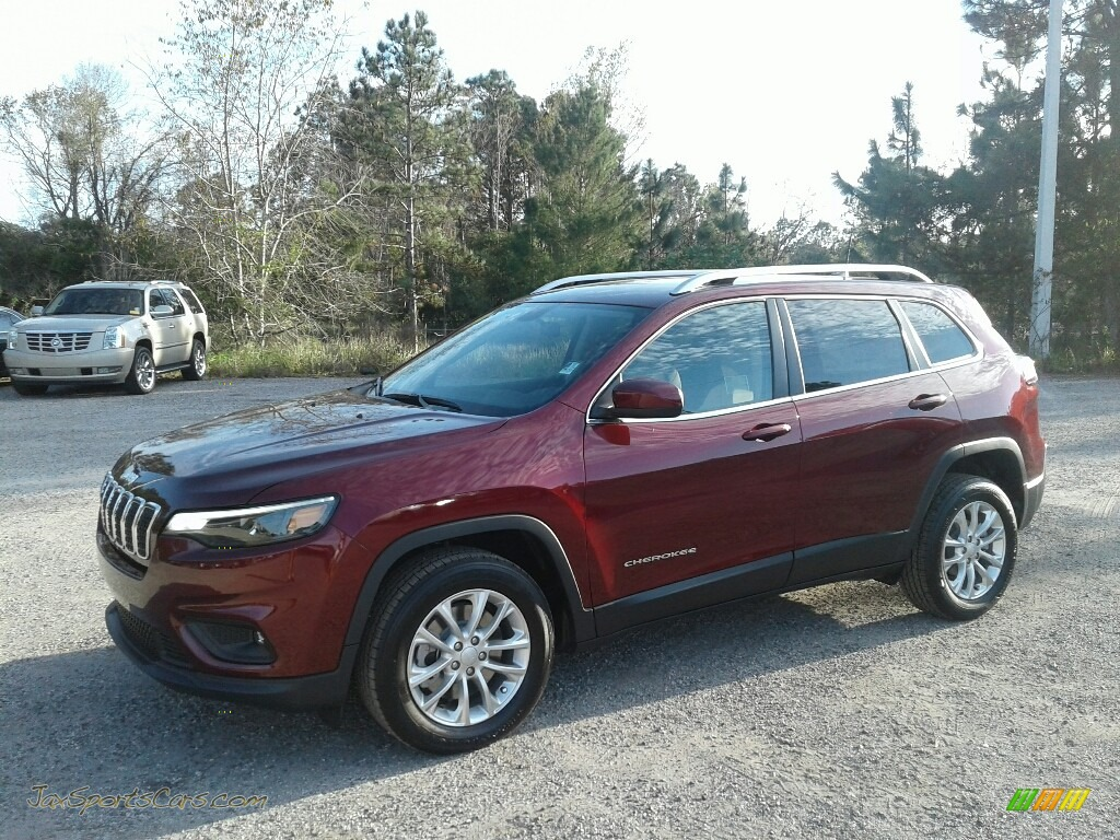 2019 Cherokee Latitude - Velvet Red Pearl / Black/Light Frost Beige photo #1