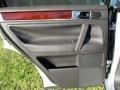Volkswagen Touareg V6 Reflex Silver Metallic photo #37